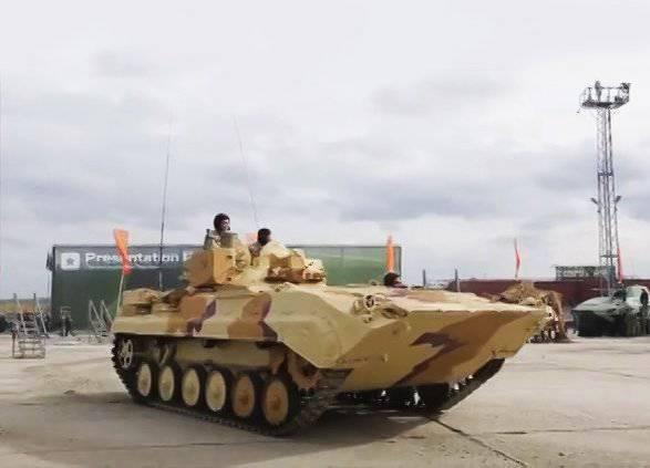 Des officiers de reconnaissance d'artillerie du district militaire du Sud développent des points de reconnaissance mobiles PRP-4A Argus