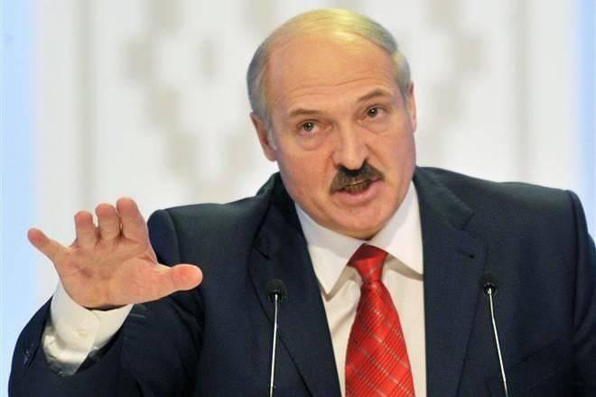 Mosaico geopolitico: Lukashenko porterà Kaliningrad dalla Russia non domani, ma dopodomani, e ogni settimo americano non può trovare sul globo americano