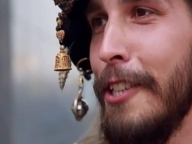 Konstantin Zhuravlev affronta la corte della Sharia