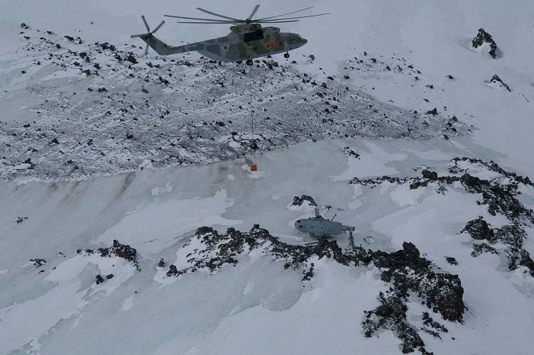 Elbrus从4820米的高度撤离直升机
