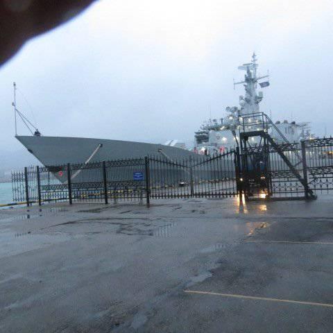 "19.10.2013/XNUMX/XNUMX perto do cruzador ""Mikhail Kutuzov"""