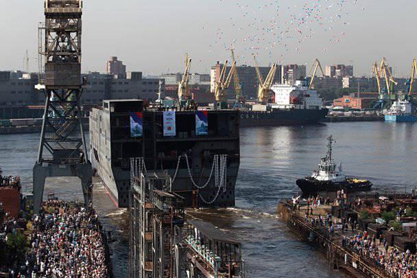 """स्रोत: पहले रूसी """"मिस्ट्रल"""" फ्रांसीसी नौकाओं से सुसज्जित होगा"""