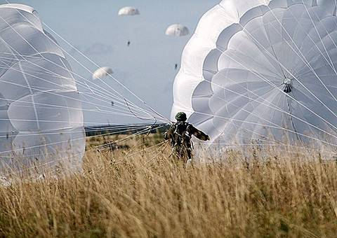 Parachute for extreme tasks