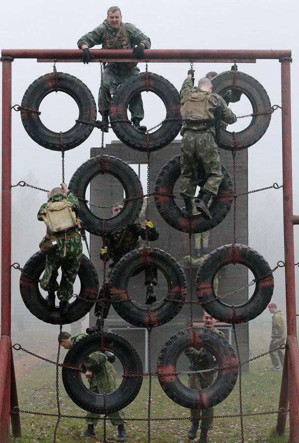 """Forze speciali della Bielorussia e """"berretto krapovy""""."""