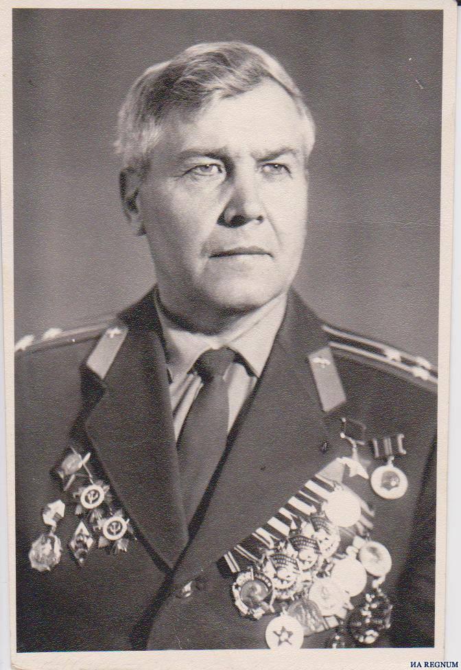 Dans les banlieues, les héritiers ont jeté le testament politique du héros de l'Union soviétique dans une décharge.