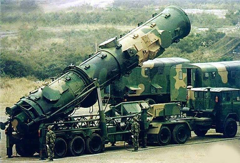 ड्रैगन स्पीयर: चीन की असममित सैन्य रणनीति