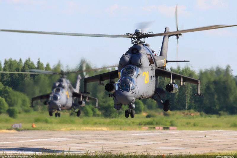 Russian Army Aviation celebra l'anniversario di 65