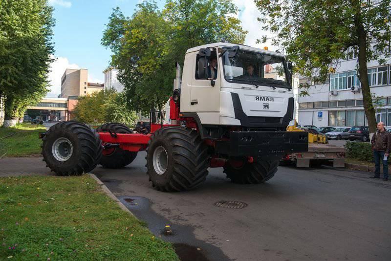 """सेंट पीटर्सबर्ग में, परियोजना """"यमल"""" के पहले सभी इलाके वाहन को इकट्ठा किया"""