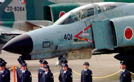 जापान ने रूसी संघ के विमानों को बाधित करने के लिए वायु सेनानियों में उठा लिया