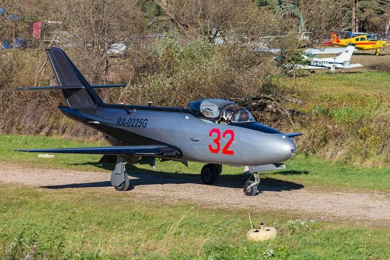 Jet-entrenador Yak-32