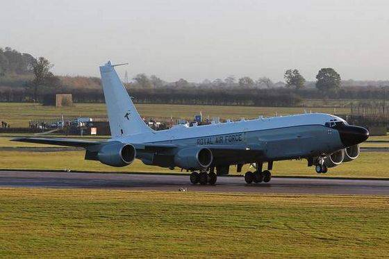 The British Air Force received the first RC-135V / W Rivet Joint electronic reconnaissance aircraft.