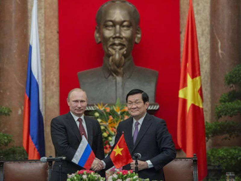 弗拉基米尔·普京在越南和韩国:并返回金兰,并取消签证