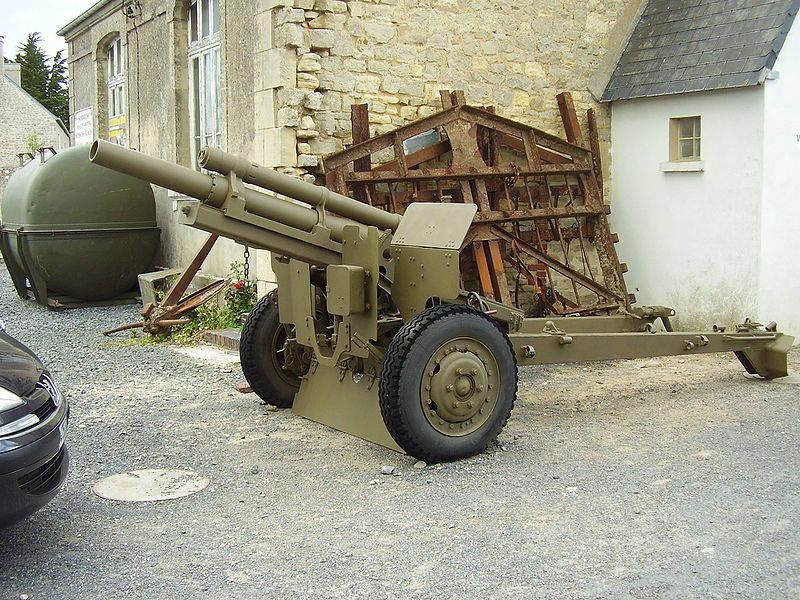 """Instalação de artilharia autopropulsada 105-mm M7 """"Priest"""""""