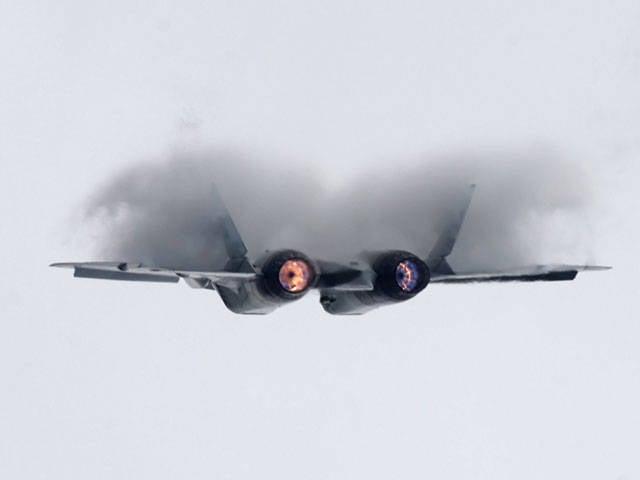 Übungen in der Luft: Ein Jäger fliegt nach Moskau, Bomber fliegen nach Rostow