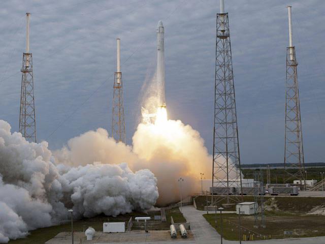 Der Start der amerikanischen Rakete Falcon-9 scheiterte dreimal an technischen Problemen