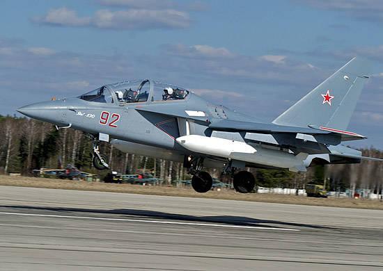 Drei Kampftrainingsflugzeuge Yak-130 werden zur Borisoglebsky Aviation Training Base fliegen