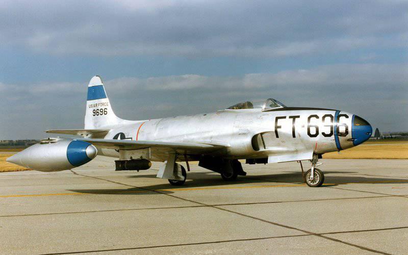 Lockheed F-80 Shooting Star - o primeiro caça a jato serial americano