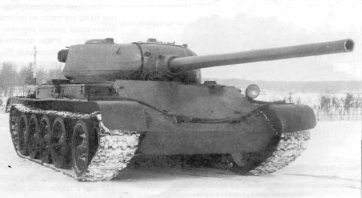 Prototypen des Mitteltanks T-54
