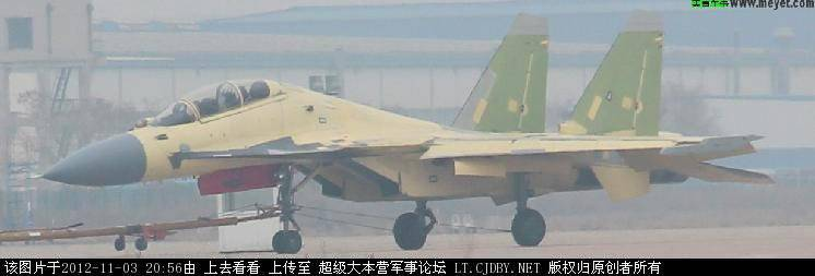 China logró crear una doble modificación del mazo de combate J-15.