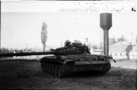 Tank Special Forces MGB. In 93, dopo aver scattato una foto, il carro armato è stato fatto saltare in aria in Samtredia in battaglie con i sostenitori del presidente Zviad Gamsakhurdia. L'equipaggio uccise uno di loro combattente Alpha. Foto da geo-army.ge