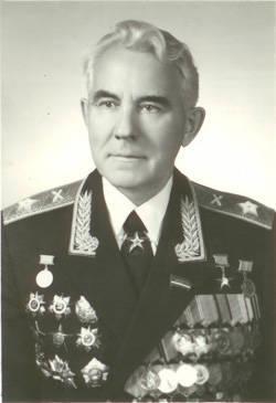 러시아 국방부는 탁월한 지휘관 인 포병 대원의 탄생 95 기념일을 기념합니다. Yefim Boychuk