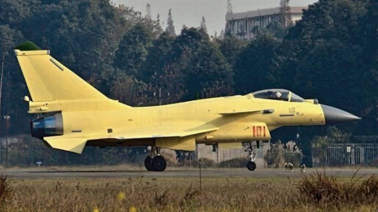中国は軍用航空で2つの主要な成功で2013年を完了します