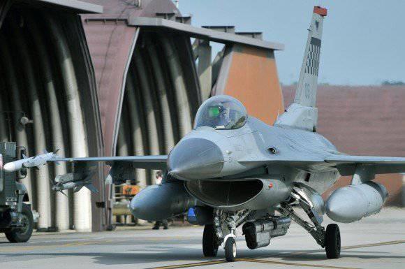 Le forze aeree dei principali paesi del mondo riducono il numero di ore di volo, andiamo al loro livello ...