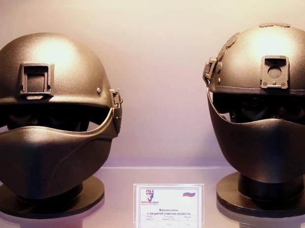 """""""आर्मोकॉम"""" ने रूस के सशस्त्र बलों के हितों में भविष्य के बख्तरबंद हेलमेट विकसित किए हैं"""