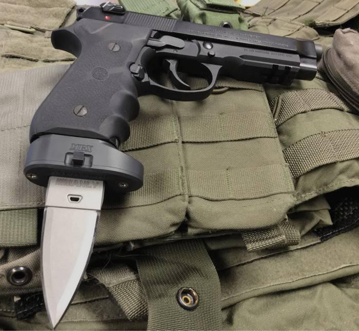 Baïonnette insolite pour pistolet