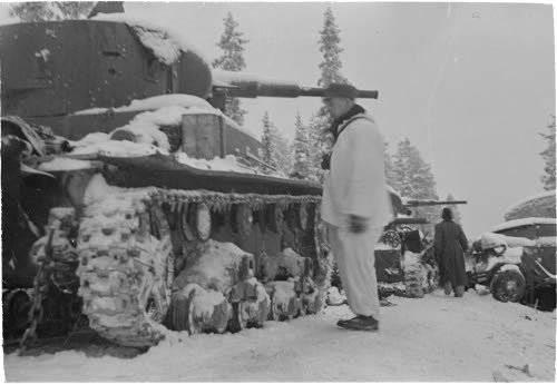 Coluna de tanque triturada 44-th divisão. Fotos do arquivo finlandês da Guerra de Inverno http://sa-kuva.fi