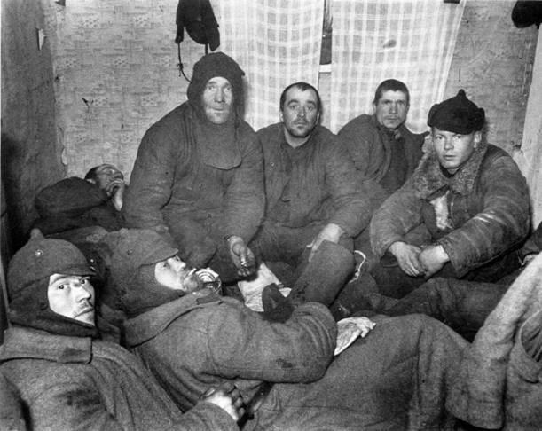 Prisioneiros do Exército Vermelho 44-th divisão. Dezembro 1939 do ano. Do arquivo do fotojornalista americano Carl Midans