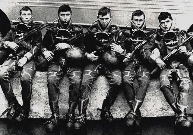 Savaş yüzücülerinin ateşli silahları