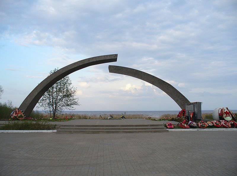 봉쇄에서 레닌 그라드의 완전한 해방의 날. 싸움없이 도시를 항복 할 필요성에 대한 신화