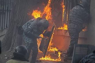 """""""Berkutovets"""" blessés à propos de Yatsenyuk, Ianoukovitch, de meurtres et de déshabillages du Maidan"""