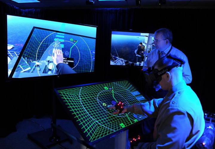 अमेरिकी नौसेना भविष्य में सैन्य रणनीति के लिए एक आभासी वास्तविकता किट का परीक्षण कर रही है