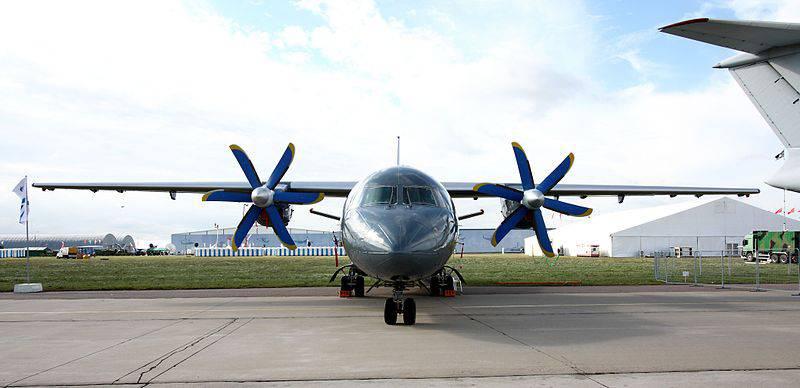 Il reggimento aereo di Koltsovo riceverà un collegamento aereo An-140-100