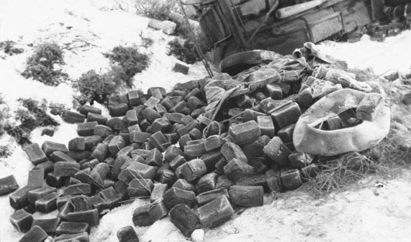 Pão congelado apreendido pelos finlandeses. Do arquivo do fotojornalista americano Carl Midans