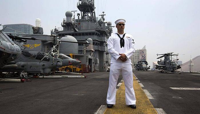 アメリカの軍艦や飛行機はなぜソチでオリンピックをそんなに防衛したいのですか?