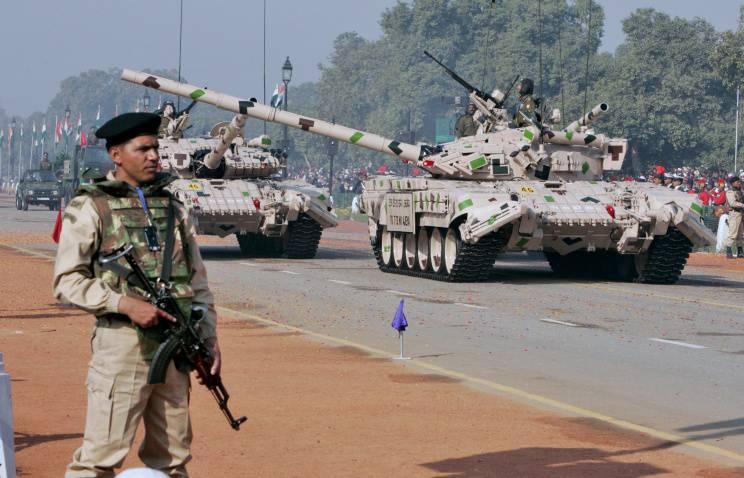 두 개의 러시아어 T-72 현대화 프로젝트가 DEFEXPO-2014의 인도 국방 장관에 의해 제안 될 것이다.