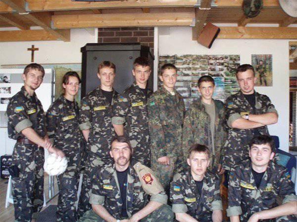 Come istruttori della NATO nel territorio di una base militare in Estonia, hanno addestrato i nazionalisti ucraini