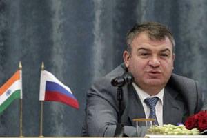 Nezavisimaya Gazeta:Anatoly SerdyukovがロシアのタイトルHeroを授与されました。 3月に戻る