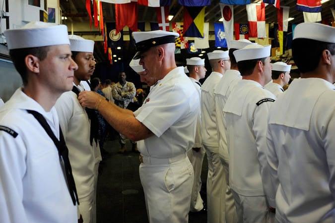 """अमेरिकी नौसेना अधिकारी ने """"रूसियों"""" की जासूसी के लिए 30 वर्ष प्राप्त किए"""