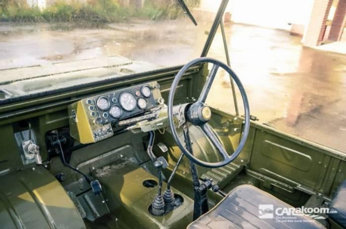 Automóviles y transportistas del servicio médico militar.