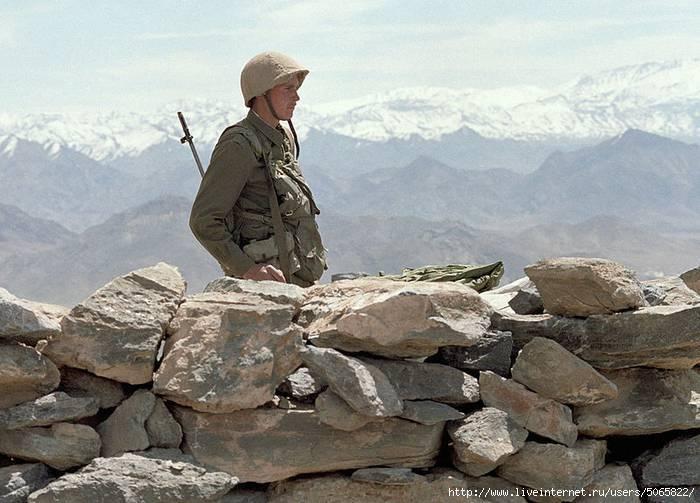 소련의 붕괴 뒤에는 아프가니스탄에 대한 소비에트의 이익 배반