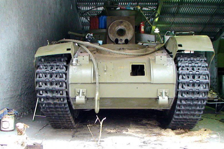 कुबिन्का में टैंक T-35A के पाठ्यक्रम पर रखा गया