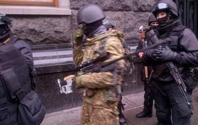 우크라이나 내무부 장관은 군사 무기 사용을 허용했다.