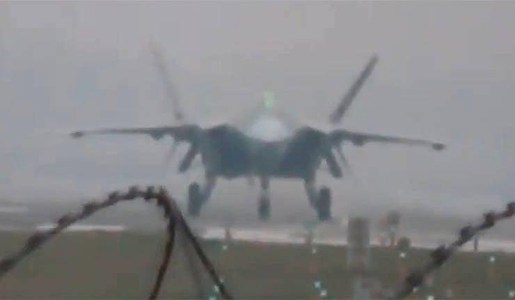 China ha demostrado un nuevo prototipo de caza furtivo J-20
