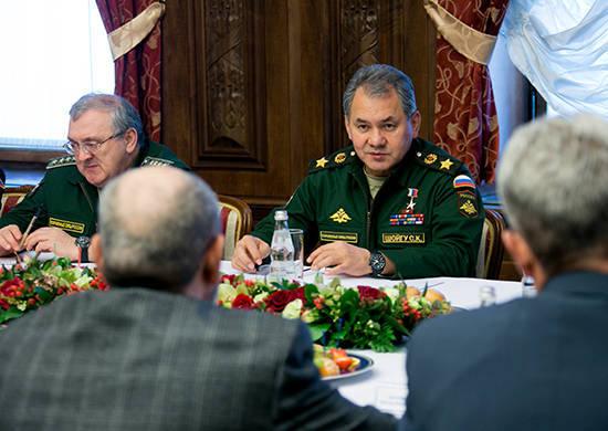 Il ministro della Difesa russo incontra osservatori militari