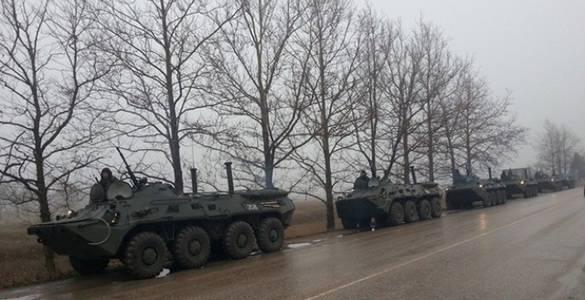 大众媒体 - 俄罗斯军事装备被带到辛菲罗波尔