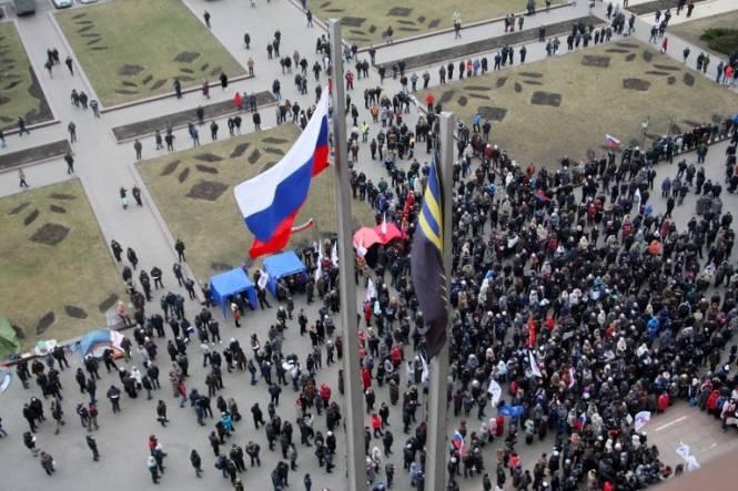 डोनेट्स्क में, नई सरकार के खिलाफ प्रदर्शनकारियों ने क्षेत्रीय राज्य प्रशासन के भवन पर कब्जा कर लिया